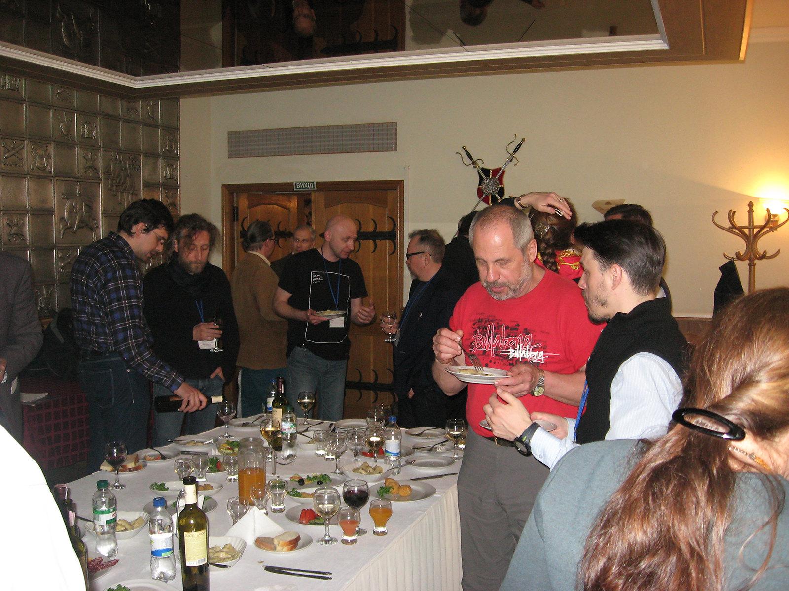 Урочистий фуршет для учасників конференції в ресторані Будинку офіцерів.