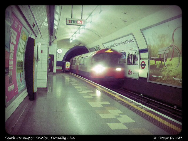 South Kensington Station, Piccadilly Line 2012-08-29-09-44-48