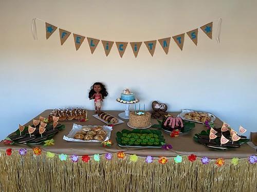 la fiesta de Beth ambientada en Vaiana (aka Moana)… mi contribución ha sido el pastel acuático ☺️ #miprimerombrecakechispas   by Lady Madonna