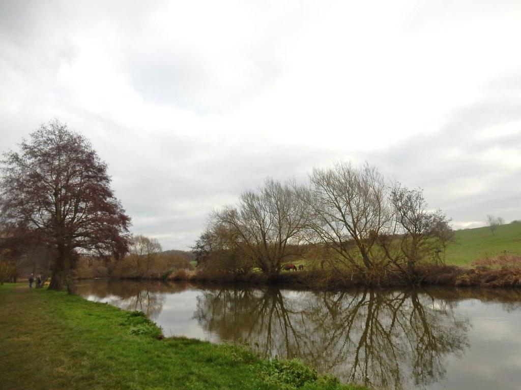 Along the Medway Yalding Circular