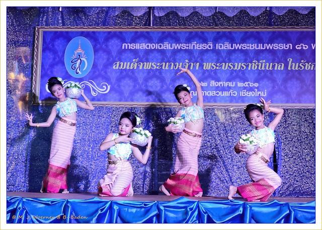 Thai dance performance 3 / 3