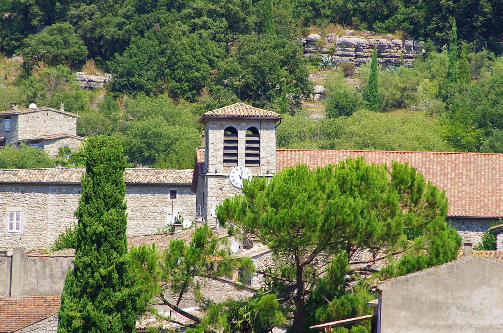 Le village de Vogüé - L'église Sainte Marie