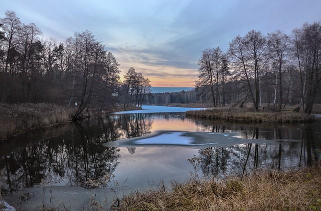 December dusk at the lake