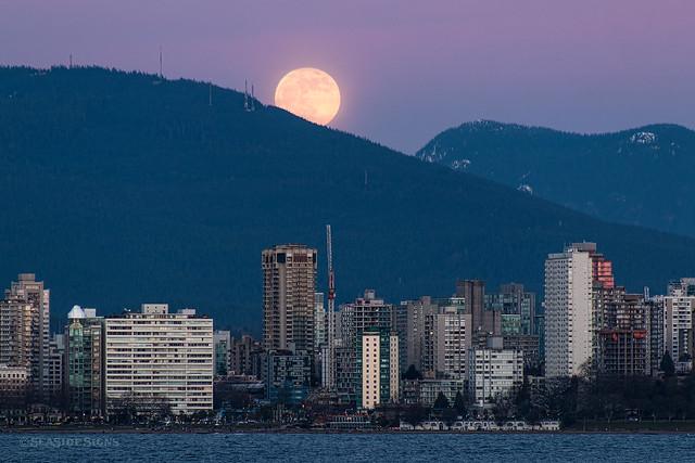 Super Duper Moon 🌖💜 Vancouver, BC
