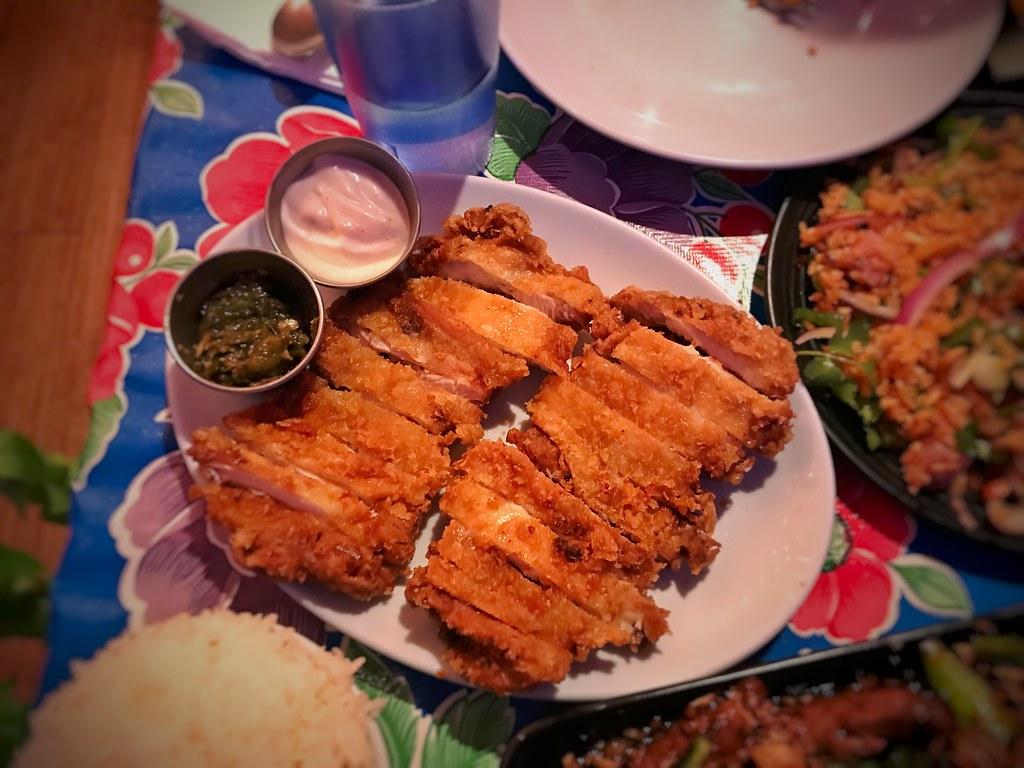 Gai tod naeng noi | fried chicken thighs