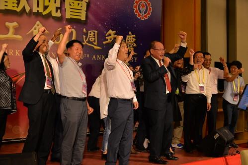 圖37. 莊理事長與國際友會貴賓於聯歡晚會共同高歌