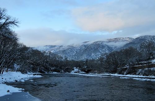 veltus kiwanis park roaringfork river snow mountains christmas eve glenwoodsprings colorado winter sunset clouds trees