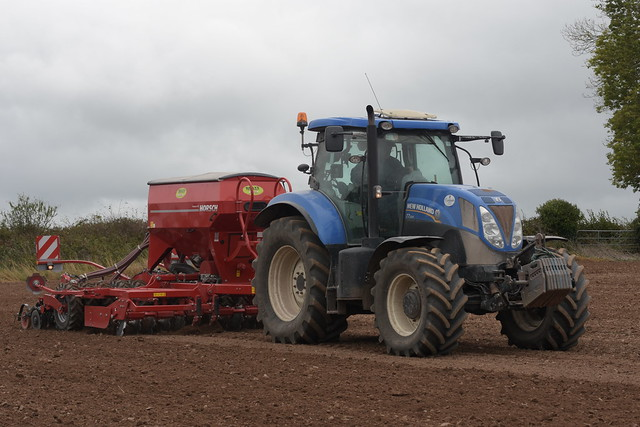 New Holland T7.200 Tractor with a Horsch Pronto 4DC Seed Drill