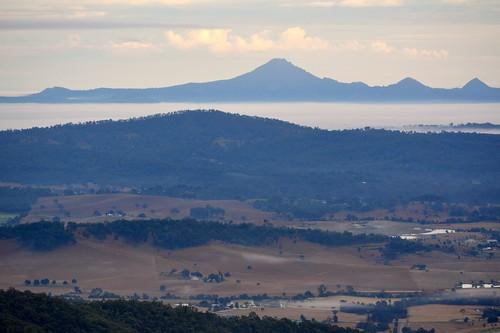 landscape australianlandscape albertvalley morning loganvalley mountain flinderspeak sequeensland inversion fog weather winter queensland australia biddadabba mounttamborine