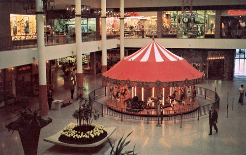 South Coast Plaza, Carousel Court