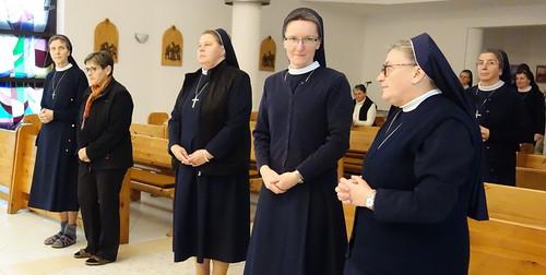 nové radné sestry - vľavo, s terajšou provinciálnou predstavenou sr. Luciou