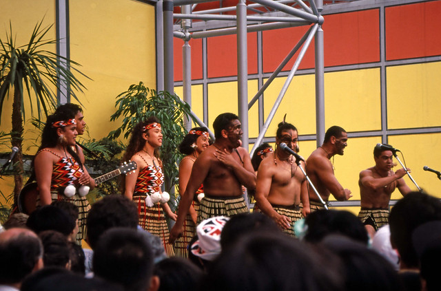 New Zealand  pavilion, Maori singers performing,  Expo93,  August,  24th., 1993