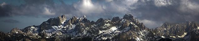 Picos desde el Tiatordos/ Picos de Europa mountain range. View from Tiatordos Peak