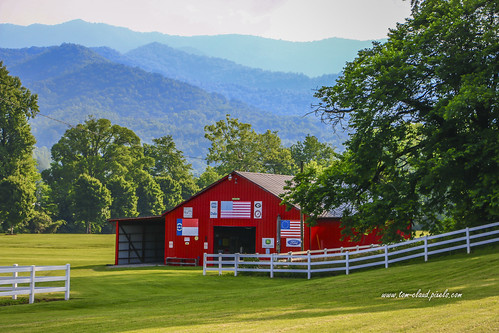 barn redbarn farm landscape field rollingfield moutains trees grass sky fence whitefence fencing rural country farming flag americana americanflagnature outdoors andrews northcarolina usa signs ford johndeere