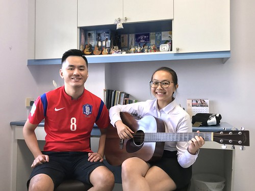 1 to 1 guitar lessons Singapore Hui Min