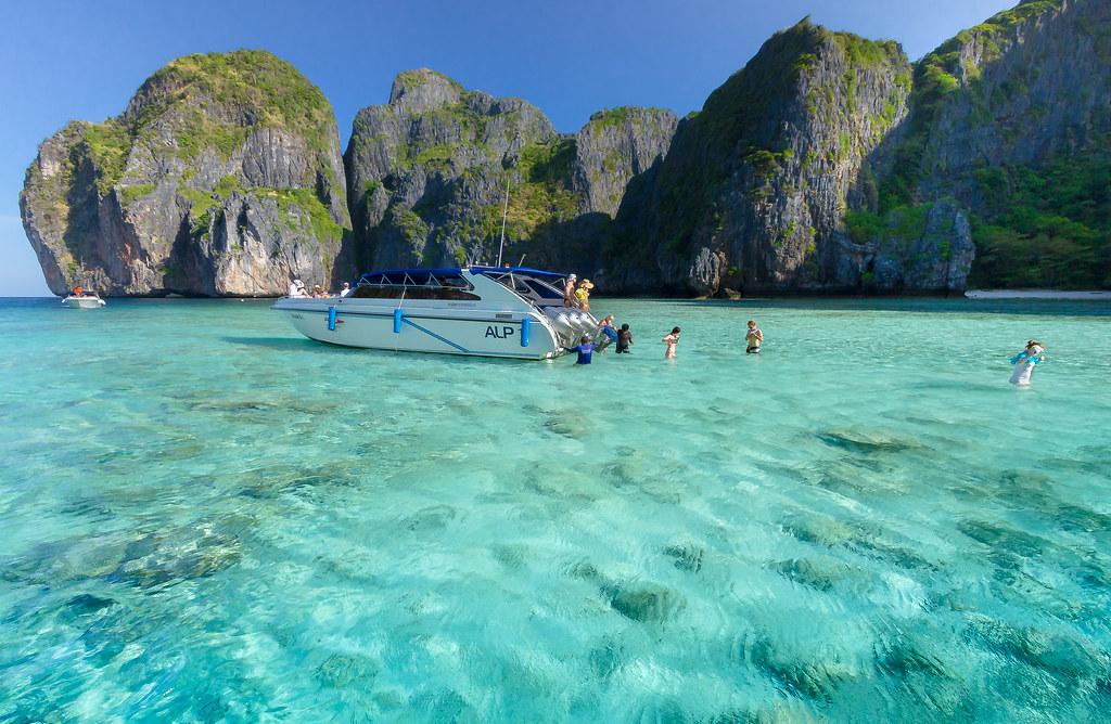 Maya Bay, Phi Phi Islands - Thailand | www.phiphi.phuket.com… | Flickr