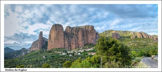 Panorámica de los Mallos de Riglos. Huesca. España. (Explore)