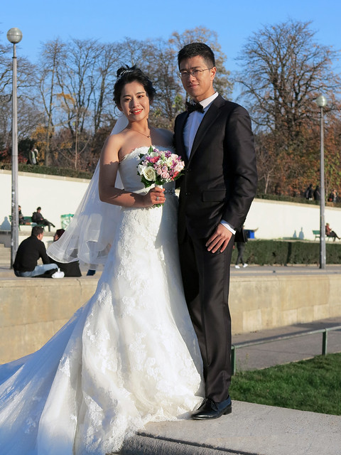 For the rich Chinese it is fashionable to get married in Paris