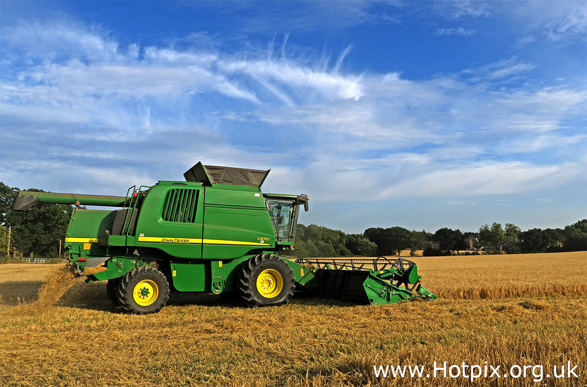 GoTonySmith,HotpixUK,Hotpix,Tony Smith,HousingITguy,365,Project365,2nd 365,HotpixUK365,threshing,machine,tractor,bringing in harvest,harvester,harvesting,farm,farming,Cheshire,Grappenhall,Warrington