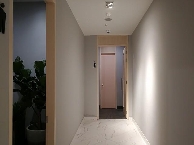 <p>パトンセントラルのトイレへ通じる通路!とてもきれい!!</p>