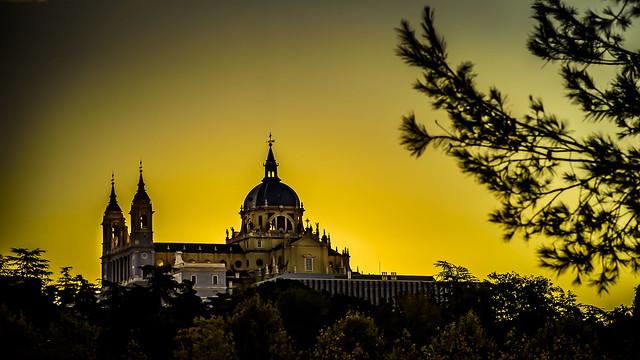 Catedral de La Almudena vista desde Madrid Rio, Madrid