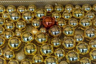 Goldene Weihnachtskugeln.Kunstvolle Verzierte Goldene Weihnachtskugeln Mit Spiegel Flickr
