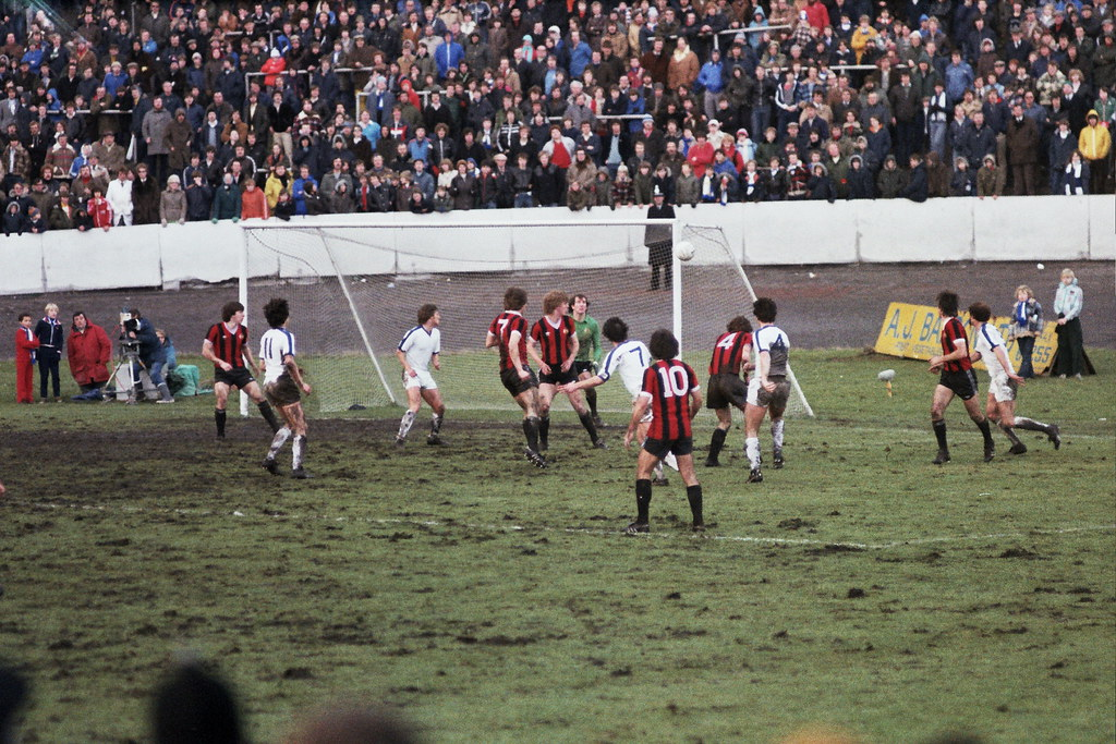 05-01-1980 Halifax Town 1-0 Manchester City (FAC3) Dave Evans fires a shot