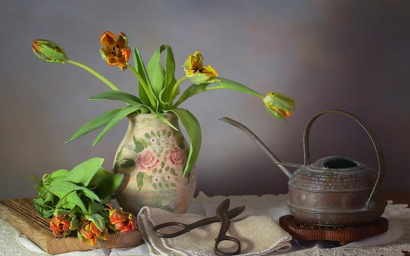 Обои букет, чайник, тюльпаны, ваза, натюрморт, ножницы картинки на рабочий стол, раздел цветы - скачать