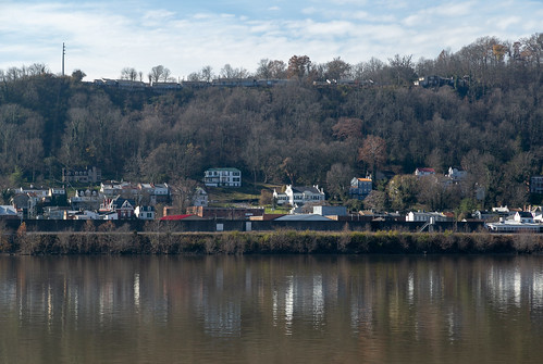 ohioriver riverfront maysville kentucky unitedstates us aberdeen ohio masoncounty hills city landscape scenic pleasant view water reflections buildings structures historic mountains forest valley
