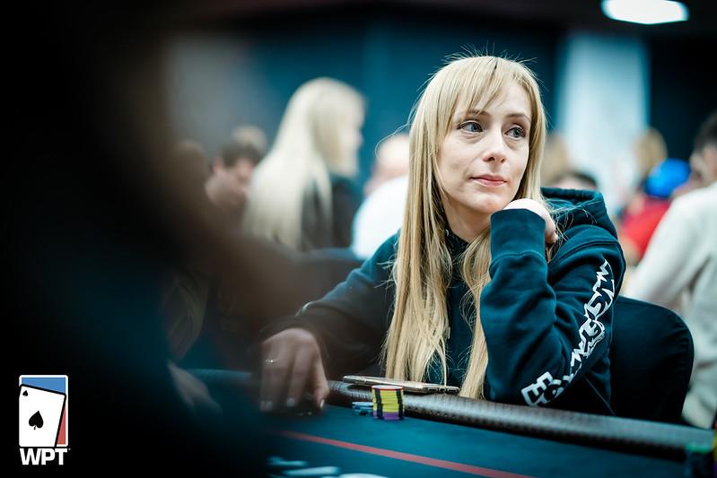 как играть в казино онлайн на реальные деньги без вложений с выводом денег
