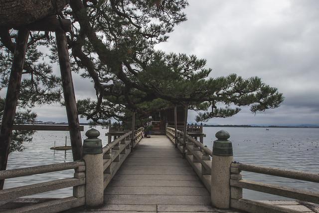 Le pont sur le lac