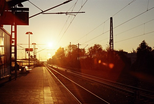 analogue minolta7s train city sunrise sunshine sun autumn morning munich münchen bavaria germany trudering