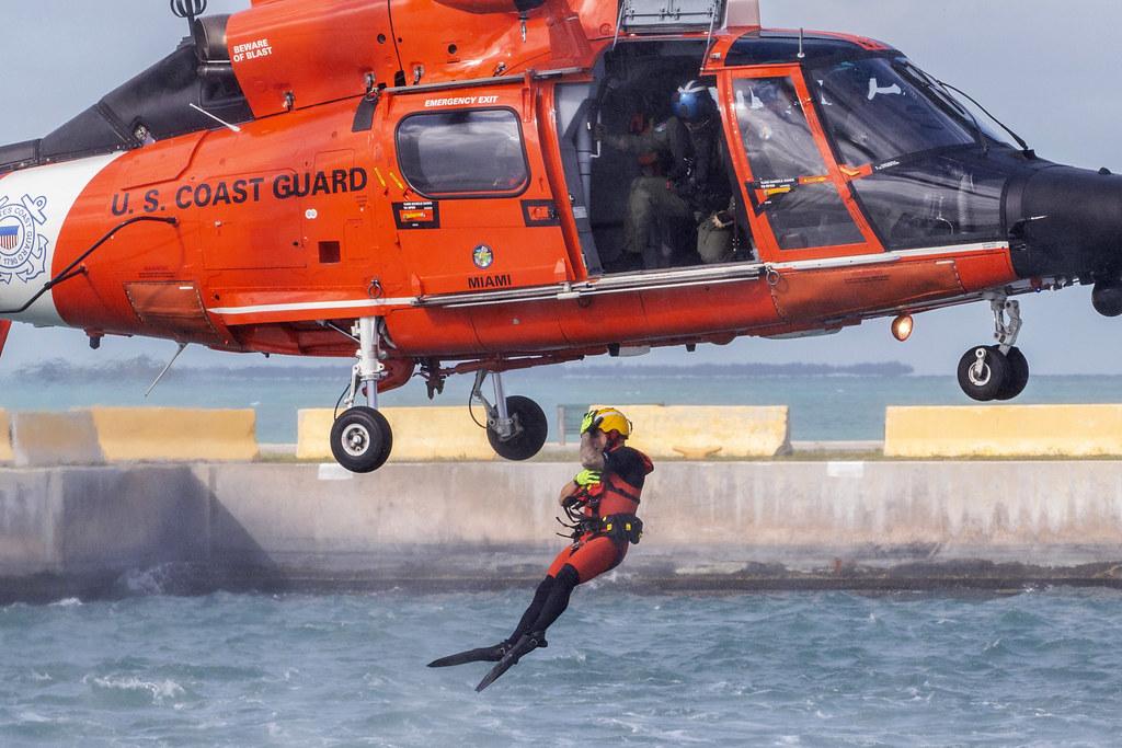 181116-F-AL508-1068 | A U S  Coast Guard rescue swimmer assi