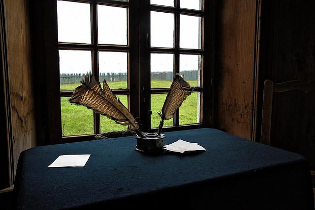 Bureau a la forteresse de Louisbourg Nouvelle Écosse -------  French colonial desk Louisburg Nova Scotia Canada ------- Escritorio colonial francés Louisbourg Nueva Escocia Canadá