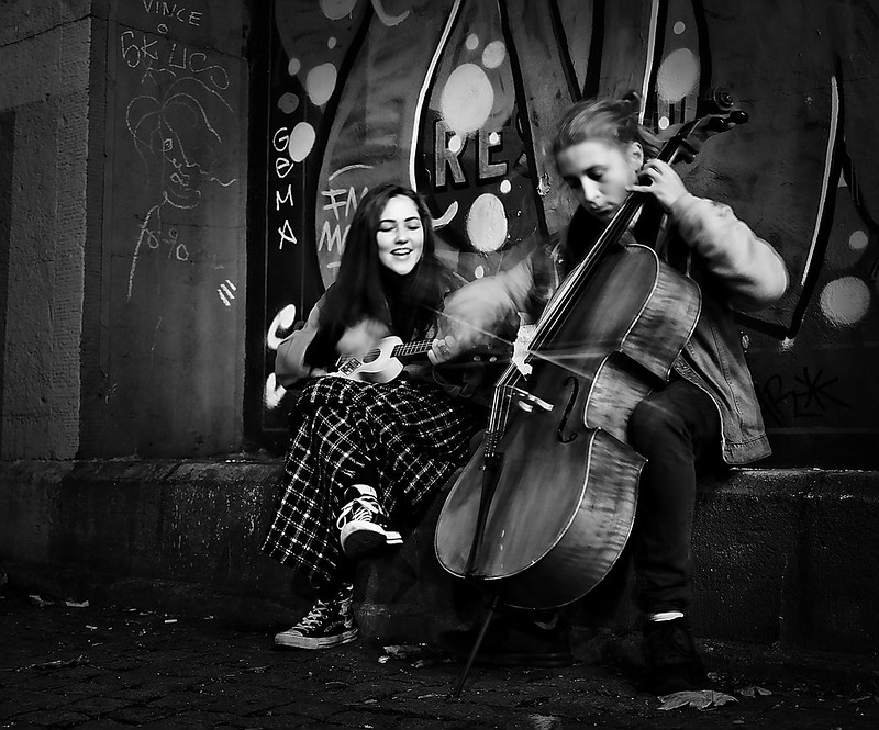 Musicians on the street BW