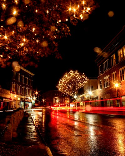 lights christmaslights christmas holidays night cityscape city street red yellow golden lighttrails landscape