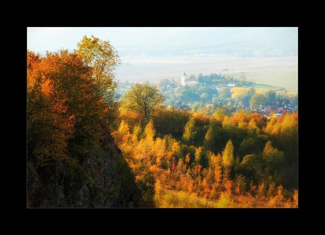 Herbstlandschaft mit Kirche