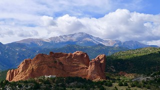 Pikes Peak beyond the Garden of The Gods | by carlosyashinon