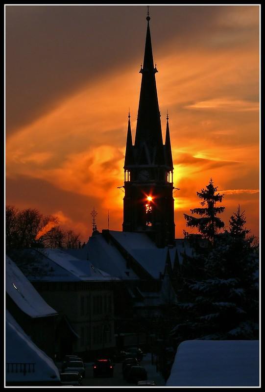 Sonne hinterm Glockenstuhl