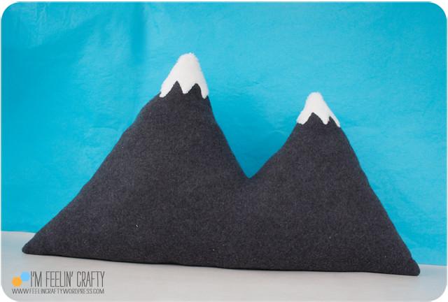 MountainPillow-PillowLast-ImFeelinCrafty