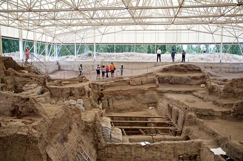 Tourists Visiting the South Area   by Çatalhöyük