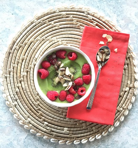 Gorgeous Green Smoothie Bowl | by mealmakeovermoms