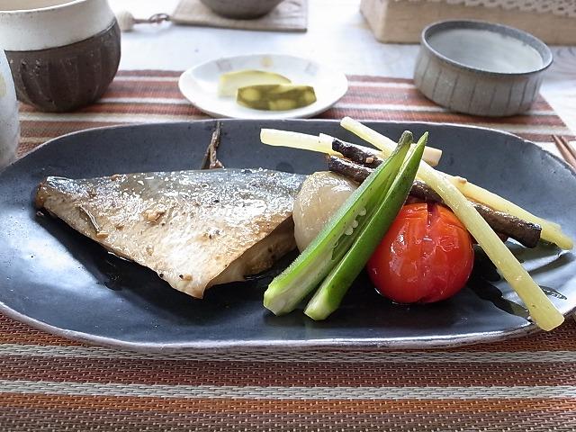<p>h)私の選んだ焼き魚定食</p>