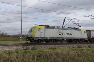 Captrain 186 151 7 met containertrein over de Betuweroute bij Valburg richting Meteren 11-11-2018