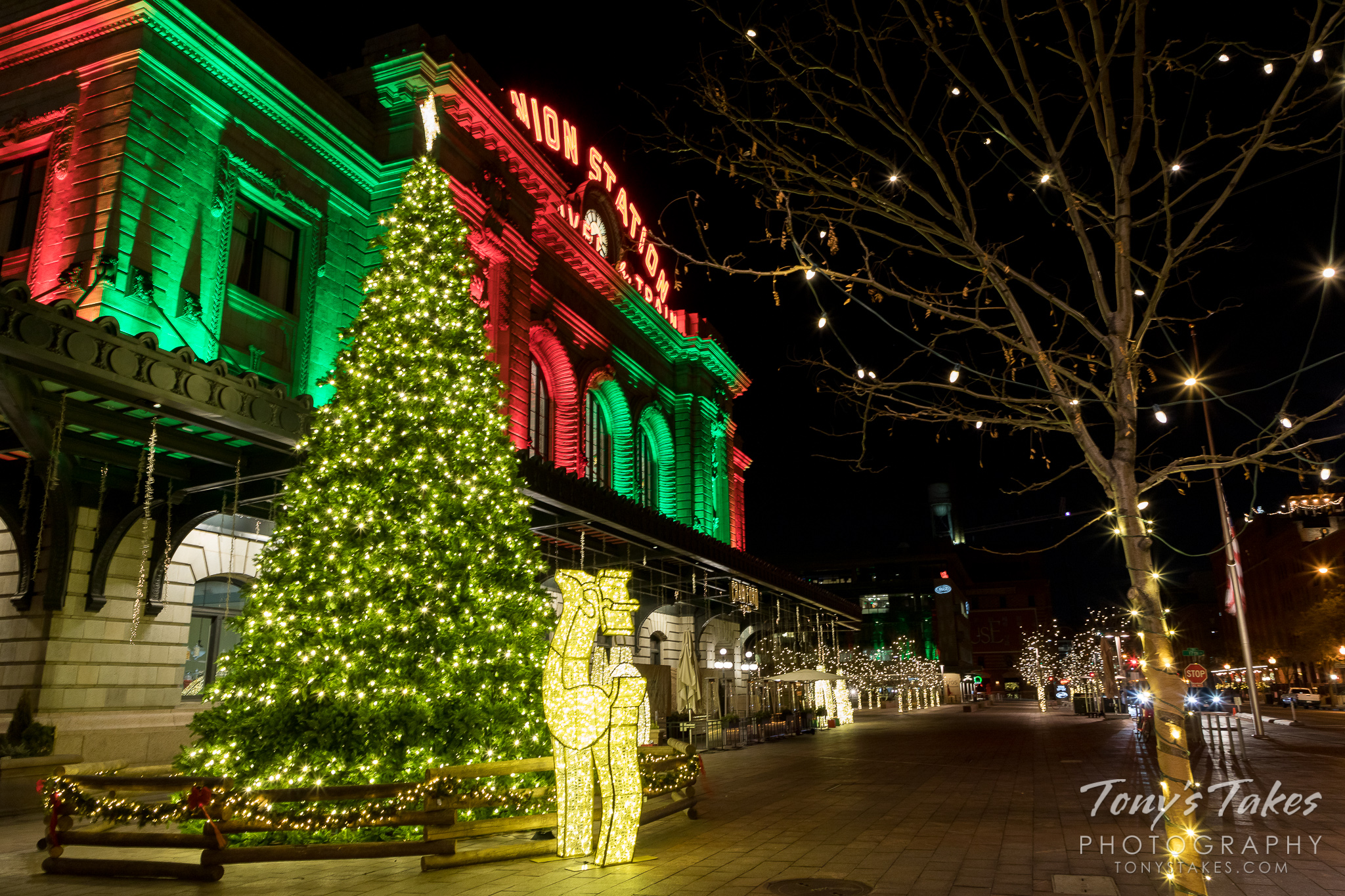 Denver's Union Station showing off its holiday light display. (© Tony's Takes)