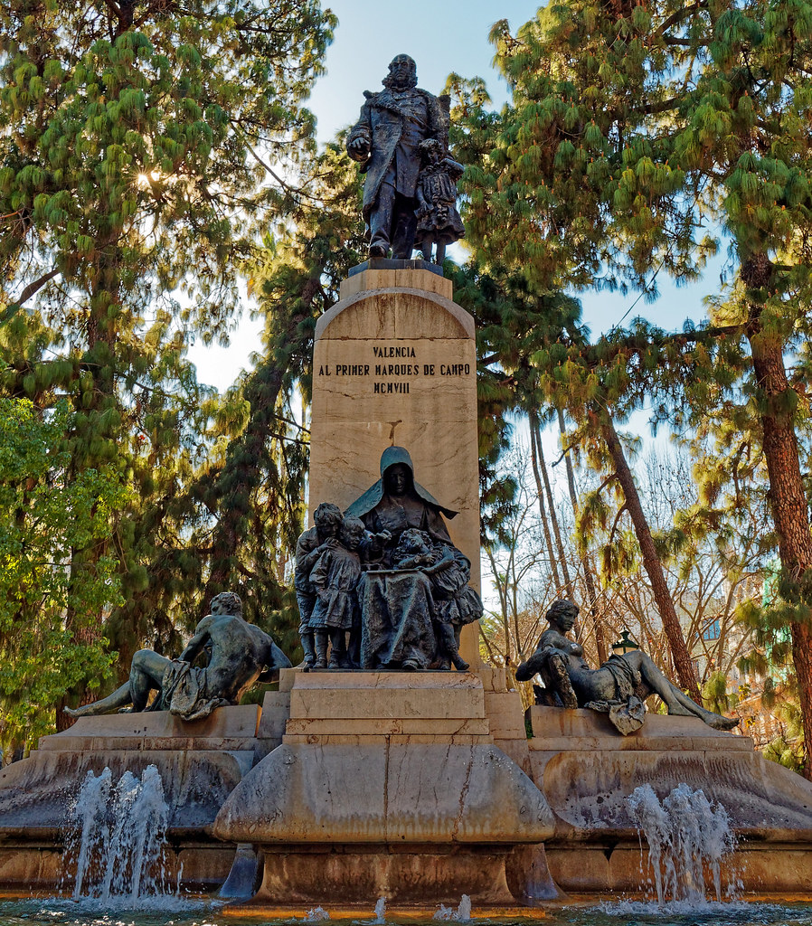 Monument (Valencia) Olympus OM-D EM5-II & M.Zuiko 17mm f1.2 Pro Prime