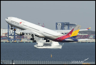 HL-7793 @ HND   by Viman Photography