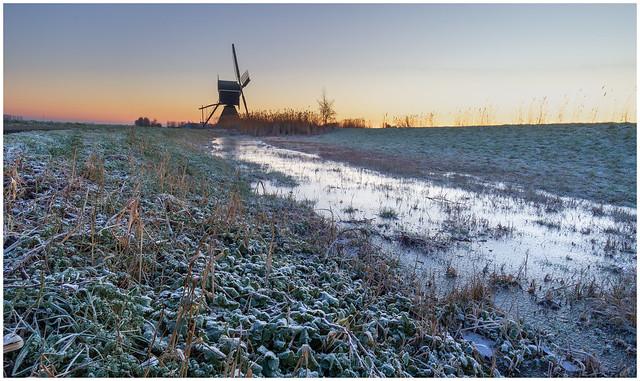 Cold sunrise at Broekmolen