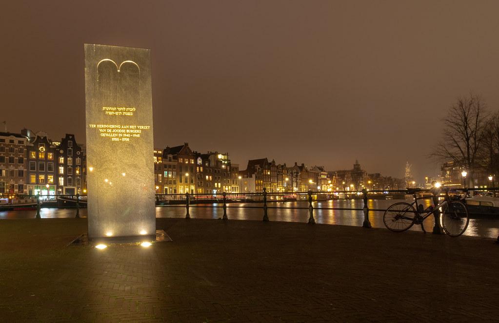 Amsterdam - zicht op de Amstel en Munttoren
