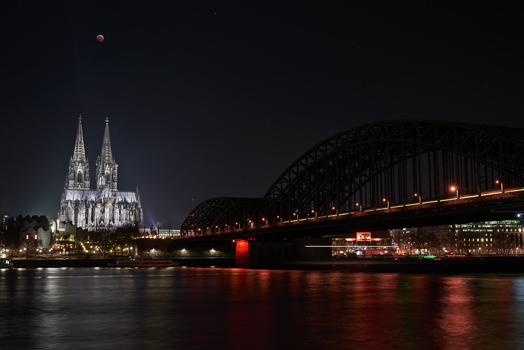 Cologne cathedral & lunar eclipse